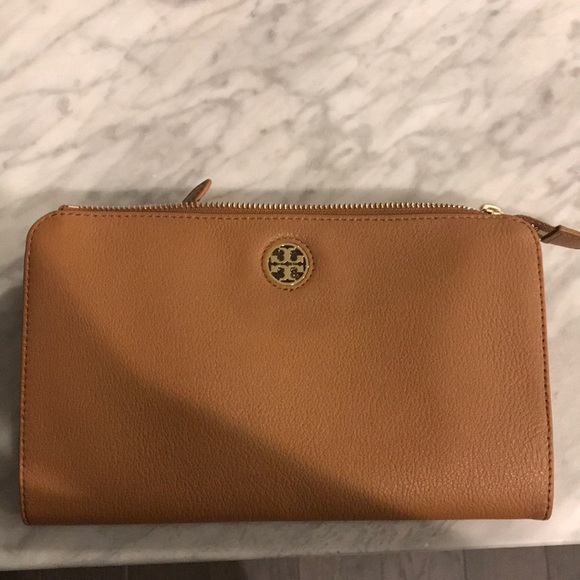 1e5632cbfefe Tory Burch Brody pebbled leather wallet crossbody